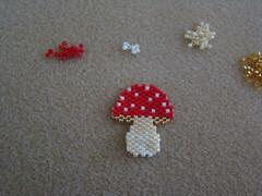 Mushroom (Lea et le chat Malo) Tags: miyuki delicas brickstitch