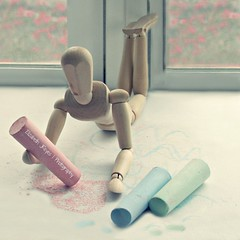 I love chalk (lizbeth ) Tags: stilllife art mannequin window childhood closeup toy ventana chalk focus rita explore finestra janela infancia niez manneken maniqu tizas maniques pastelcolors gises clicktogether happytoytuesday ideasdenviembre mielylimn