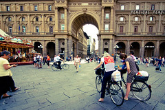 Piazza Repubblica (chylle) Tags: street travel urban italy bike canon eos florence europe tokina firenze piazza f28 repubblica 40d canoneos40d 1116mm tokina1116mmf28