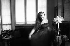 corpo ex nihilo (Maieutica) Tags: windows portrait bw house flower home girl casa moving movement dress body bn livingroom movimento fiore ritratto corpo ragazza finestre salotto vestito muoversi