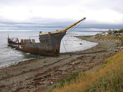 Barco encallado, Punta Arenas (Apuntes y Viajes) Tags: chile de ngc estrecho magallanes puntaarenas