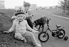 Matt (Jn Heiar) Tags: leica portrait dog film girl bike zeiss 35mm pretty labrador path trix 400 carl m2