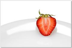 Erdbeere | Strawberry [explored] (Sebastian.Schneider) Tags: food macro closeup fruit studio spring essen strawberry indoor explore highkey makro frucht tabletop nahaufnahme teller erdbeere obst frhjahr explored entdecken