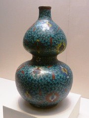 Double-gourd-shaped Cloisonne enamel bottle, Ming Dynasty 13681644 (sftrajan) Tags: china bottle beijing muse museo   peking enamel cloisonne chineseart enamelware mingdynasty    nationalmuseumofchina  mingdynastie   zhnggugujibwgun chinesischesnationalmuseum  musenationaldechine