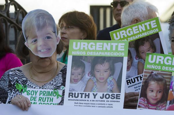 Imágenes de la conce ntración para pedir  la aparición de Ruth  y José, cuando se c umplen 9 meses de su  desparición. (Juliá n Pérez)