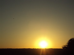 Sol y oscuridad (andaluza catalana) Tags: agua aire chimenea solsaliente luzenelcielo solyoscuridad céspez