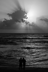 FRIENDSHIP (Ani_pics) Tags: goa hoiday india september2016 blackandwhite blackwhite monochrome sea seashore seabed sunset light lightandshadow friend friendship canon60d 24105