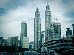 KLCC bus drop for the money shot (CeeKay's Pix) Tags: malaysia morning maxis car rushhour kualalumpur twintowers traffic klcc