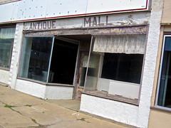 Antique Mall, Nashua, IA (Robby Virus) Tags: nashua iowa antique mall abandoned store closed business storefront sign signage