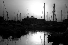 dark sunrise (pepe amestoy) Tags: streetphotography blackandwhite elcampello spain fujifilm xe1 carl zeiss t planar 50mm f2 zm