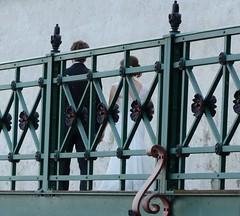 ........... (four-hearts) Tags: bodensee badenwrttemberg fn schlosshafen schloss schlosshafensteg steg brautpaar menschen personen sommer verzierung gelnder architektur zeppelinstadt universittsstadt friedrichshafen brautleute schlossmauer braut brutigam paar details ufer brstungssteg schlossgartenmauer