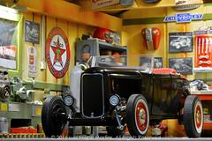 1/18 diecast car scene - Hot Rod (Luiz Felipe Martins) Tags: 118 brasil brazil cabofrio cars collectables diecast luizfelipemartins miniatura miniature riodejaneiro rj scale hotrod