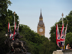 Big Ben from Victoria Memorial (chilipalermo) Tags: london cityoflondon londra londres uk bigben parliament clock unionjack park tree sky