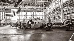 Hangar 79 / Pacific Aviation Museum, Pearl Harbor (Oliver Leveritt) Tags: nikond610 afsnikkor1635mmf4gedvr oliverleverittphotography wideangle hawaii oahu pearlharbor pacificaviationmuseum hangar79 fordisland airplane bomber