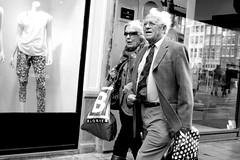 _DSF0459 (Casper Holden) Tags: street amsterdam shopping walking blackwhite couple fuji fujifilm 3514 streetphotographybw xpro1