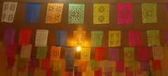 banderas de papel (Erika Chavez) Tags: paper mexico couleurs flags colores oaxaca papel papier banderas flagge mexiko farben drapeaux picado erikachavez