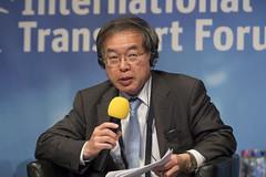 Mitsuo Higashi presenting