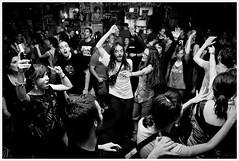 Ense Beltza @ Clash (Libertinus) Tags: people berlin rock dance gente flash clash tanz baile conciertos lightroom 30d publico recitales agite tarmron ensebeltza