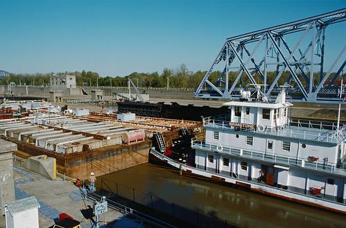 usa water river unitedstates kentucky transportation louisville ohioriver brimstone towboat towboats mcalpinelocks