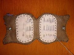 Agulheiro e alfineteiro (parte interna) (Mily Art) Tags: artesanato feltro patchwork corujas tecido chaveiro crafter alfineteiro agulheiro corujinhas