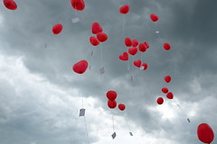 Ninety-nine Red Balloons (redglobe*) Tags: