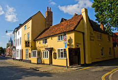 The Queen's Head, Aylesbury (Tomas Burian) Tags: street old uk blue england sky urban colour building english history architecture buildings catchycolors lens evening pub unitedkingdom britain united kingdom bluesky architectural historic gb historical british pubs nikkor aylesbury oldtown 2012 haritage d90 nikond90 nikkor18105