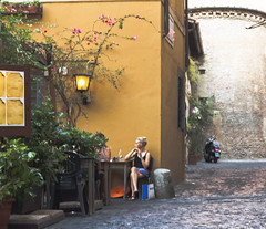Ho fatto la turista...un pomeriggio di sole in Trastevere (RM),    /i've wondered around as a tourist, one hot evening in Trastevere (OCEANIABLU) Tags: roma bar purple centro violet trastevere explore getty viola gettyimages ragazza turista lavanda levander esplora