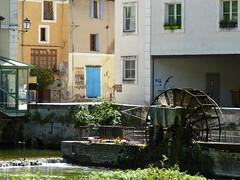 P1160458 (aishe's photography) Tags: frankreich france provence fontaine de vaucluse house color clour water haus bunt colorful river fluss wasserrad window fenster sun sonne