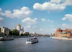 On the Moscow River. (Andrey  B. Barhatov) Tags: streetphoto moscow russia moskva russianfederation msk summer moscowwalks analogphoto analogcolor film filmtype135 analog filmfilmforever filmoriginal analoguephotography ru fedmikron helios89 expiredfilm overduefilm konicacenturia100 konica centuria100 ussrcamera konicaminoltacenturiasuper100 oldcamera oldlens oldfilm barhatovcom          2016    clouds cloud river water landscape mood muzeon halfframe halfframephoto