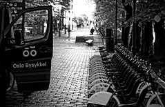 Oslo Bysykkel (petrwag) Tags: street sel1670z blackandwhite blancoynegro bw blackwhite oslo noiretblanc noirblanc