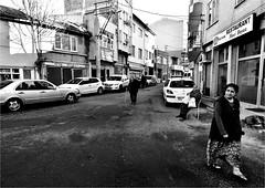 : 507 : (la_imagen) Tags: trkei turkey trkiye turqua orlu trakya trakien trace sokak sw bw blackandwhite siyahbeyaz street streetandsituation streetlife strasenfotografieistkeinverbrechen momochrome streetphotography menschen people insan