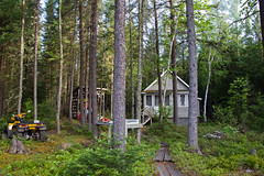 Chalet de pche (transfear) Tags: morning famille house lake nature water fog rural forest mouth duck big fishing eau  bass country chainsaw lac chalet billy wound healing bandage canard fort brume fortin matin saucisse dor pche clova chane blessure brochet scie loign gurison pensement