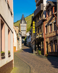 Blucherstrae, Bacharach (Erik Pronske) Tags: street buildings germany hotel vineyard wine cobblestone rhine rhein bacharach bluecherstrasse blcherstrase
