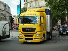 Waberer's M.A.N TGX 18.440 (kenjonbro) Tags: uk man london westminster yellow hungary trafalgarsquare charingcross sw1 hungarian waberers kenjonbro fujihs10 lwl719 tgx18440 qualcommtelematics