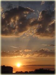 cadeau du soir (laetitiablableuse) Tags: sunset sky cloud france soleil poetry glory coucher ile lovers ciel val suburb nuage banlieue marne flickraward
