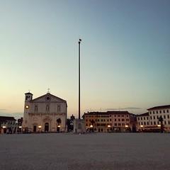 (Cristina Birri) Tags: palmanova piazzagrande piazza udine friuli sunset tramonto duomo stendardo