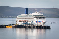 Oriana (MBDGE) Tags: orkney kirkwall cruiseliners2016 cruise ship pando po boat holiday wave sea reflection water still sun pier harbour contrast colour canon70d marine