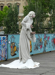 Human Statue posing (eutouring) Tags: paris france city life citylife pariscitylife travel person people humanstatue