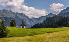 Austria - Kleines Walsertal (Henk Verheyen) Tags: austria oostenrijk at kleines walsertal kapel chapel bergen mountains groen green gras