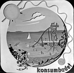 Konsumbadet (Lnsmuseet Gvleborg) Tags: blackandwhite bw vintage seaside sweden board bad plate gvle bathing 1945 strandbad skylt tavla svartvitt havsbad gstrikland badplats beachgoing badstlle konsumbadet