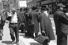 (rosy outlook photography) Tags: street nyc men manhattan 5thavenue busstop hispanic orthodox hasidic diamonddistrict rosyoutlookphotography