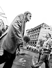 Crossing (Maríon) Tags: street travel bw white black turkey nikon istanbul marion reise tyrkia supermarion nesje d7000 marionnesje