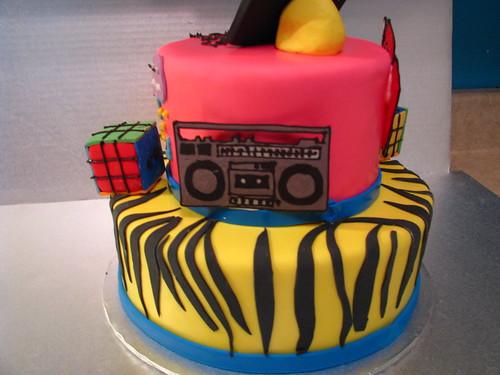 80's theme cake detail