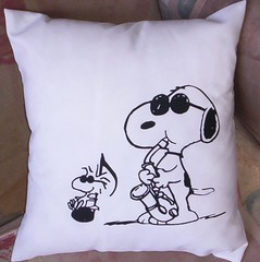 Almohadón Snoopy (Lady Krizia) Tags: peanuts pillow snoopy charliebrown vinilo wilwarin estampado almohadon termoestampado