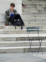 Midtown East - New York Public Library - 2 (luco*) Tags: manhattan new city midtown east public library young man reading lecteur soulier shoe chaise vide empty chair york usa states america étatsunis united damérique amérique