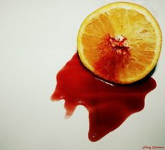 Desmontando medias naranjas... (serie) (Ferny Carreras) Tags: orange fruit john blood media knife fruta half artistica lennon naranja sangre belive cuchillo medianaranja olétusfotos mygearandme noshicieroncreer