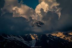 Belvdre dans la Tourmente (Frdric Fossard) Tags: paysage montagne nature neige nuage lumire ombre ciel atmosphre ambiance dramatique contraste massifdesaiguillesrouges alpes hautesavoie cime aiguilledubelvdre claircie lacblanc nv tourmente grain texture