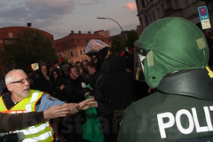 1.Mai Berlin 2012-9466 (Christian Jäger(Boeseraltermann)) Tags: berlin demonstration feuer polizei brutal 1mai pyros barrikaden schläge pyrotechnik polizeigewalt festnahmen tritte schwerverletzt christianjäger wawe10000 boeseraltermann 017634423806