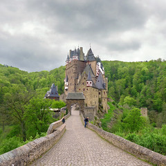 Gateway to Eltz Castle (Bn) Tags: wood old trip family vacation green castle history castles nature beautiful stone fairytale century forest wonderful germany landscape geotagged deutschland spring topf50 solitude day zoom cloudy hiking engineering visit disney medieval eifel valley historical imagination hd charming middle residence dreamlike 9th schloss saga fortress allemagne ages middleages burg mosel discover kasteel unchanged rheinlandpfalz schlsser moyenge eltz mittelalter burcht karden burgen sprookjes mnstermaifeld eltzcastle moezel wierschem moselkern cindarellacastle 100faves 50faves elzbach burgenundschlsser grafvoneltz geo:lon=7336571 geo:lat=50204896