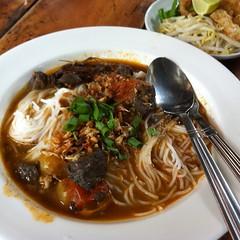 ขนมจีนน้ำเงี้ยว | Rice Flour Noodle Topped With Spicy Minced Pork Soup Northern Thai Style @ ครูเบลล่า | Kru Bella
